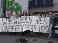 Protest gegen Leerstand städtischer Wohnungen in Düsseldorf auf der Kölner Landstraße 391 - 393